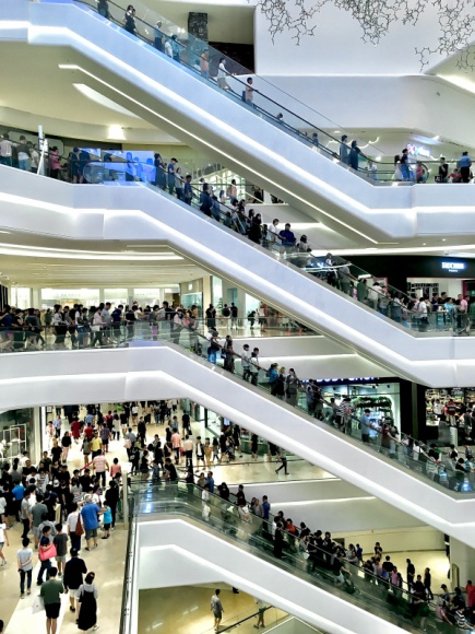 Limity osób w sklepach? To niestety często fikcja