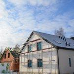 Budowy w zimowej aurze i z postępami prac